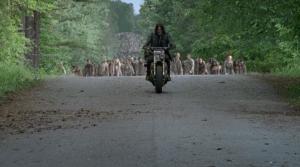 WD-S06E01-DarylHorde